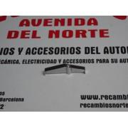 SOPORTE METALICO SEPARADOR PLASTICOS PILOTO TRASERO SEAT 124 1º SERIE