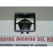 ANAGRAMA DELANTERO CHRYSLER 150